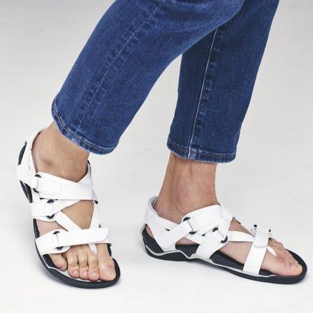 "WAVE REVIVE 3 复兴了日本古代制鞋业"" WARAJI""的步行凉鞋。  #mizuno #wave_revive #waraji #unisex #sandals"