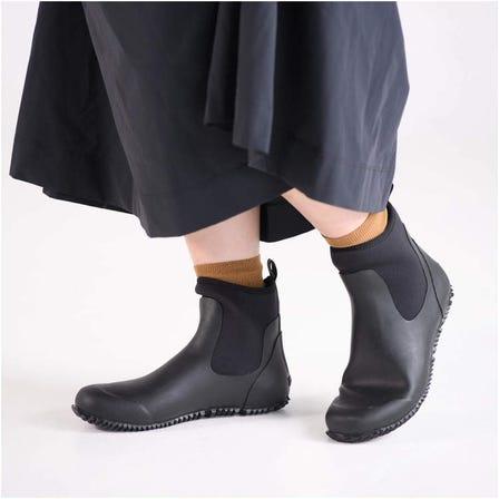 RAIN SHOES ミズノのランニングシューズ由来のインソールと靴型を採用。プロユースに開発した長靴の技術を日常用に応用しました。  #mizuno #rain #rain_shoes