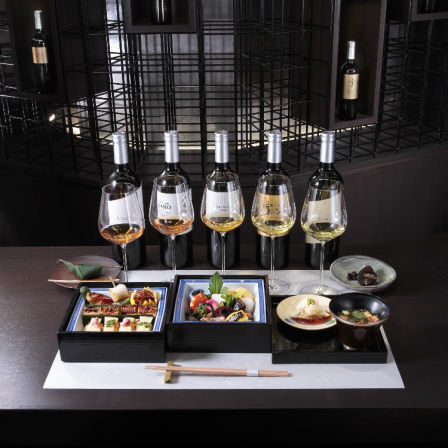 """[Lunch tea party (bamboo)] """"Seasonal three-tiered heavy"""" and 5 types of royal blue tea (Imperial (2 types) + Deluxe · Grand (3 types)) There is also a vegetarian version."""