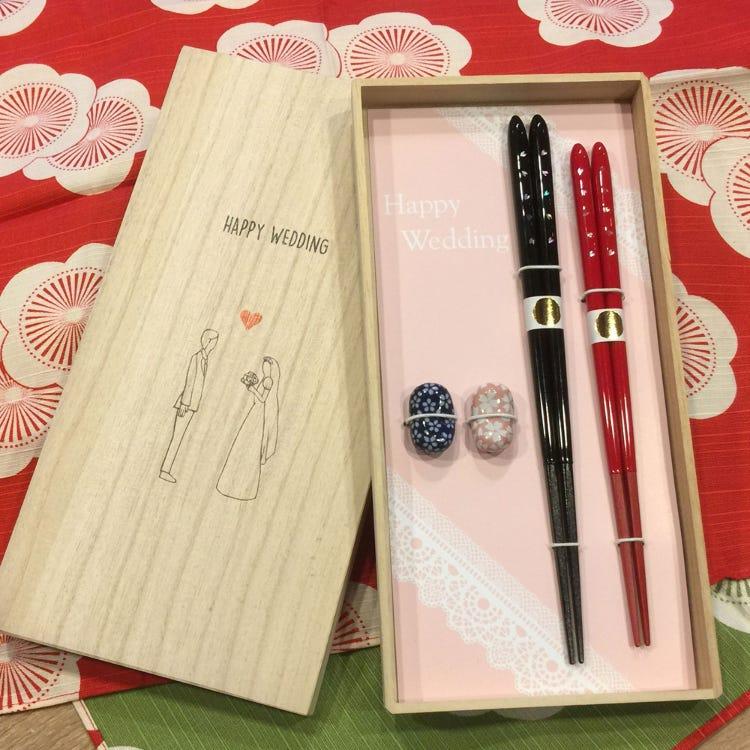 結婚祝賀禮盒組/雙色對筷+筷架、桐木盒裝外搭風呂敷包巾