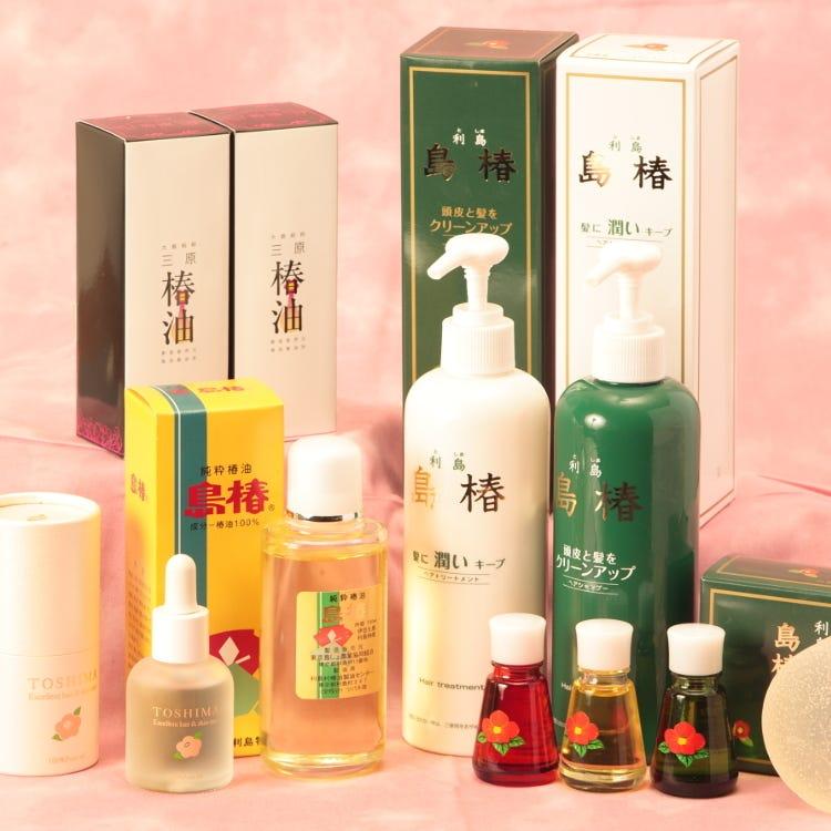 【椿油】<br /> 大島と利島のシンボルである椿の花。椿油は、椿の種を絞って製油される油で、古くから島民の生活に深く根付いてきました。