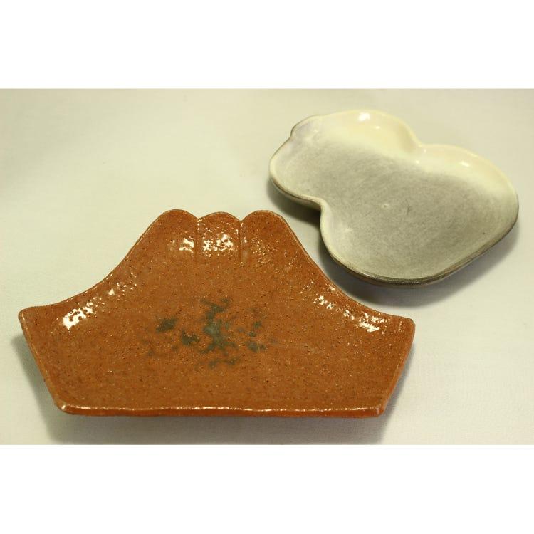 Shiroraku gourd-shaped plate/Akaraku Fuji plate *Prices may vary, so please give us an inquiry.