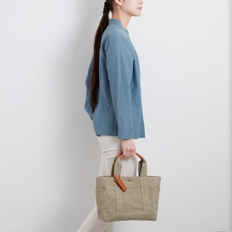 石洗黃麻午餐便當袋(Stonewash Jute Lunch Bag)<br /> 採用石洗技術加工的柔軟黃麻布料製成。