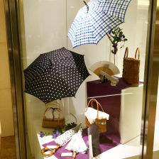 It is a window display that imagines the appearance of summer.  Recommended dish for the future outing.