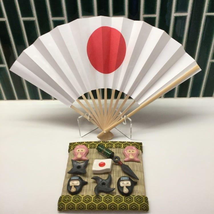マスターズクラフトオリジナル箸置き 忍者シリーズです。 日本国旗の扇子も新しく入荷しました。 日本のお土産に楽しい箸置きはいかがでしょうか。 お子様にも喜ばれるそうですね!