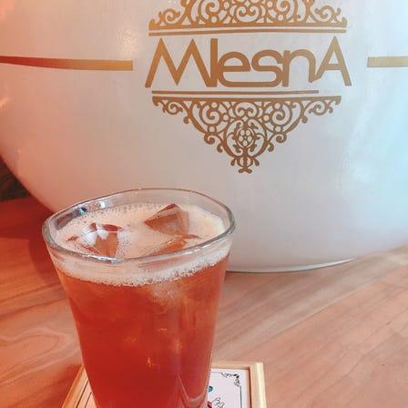 "【The tee SUPPORTED BY MLESNA】@HERBIS PLAZA B1>>斯里兰卡红茶品牌""MLESNA TEA HOUSE""的专门店。在这家人气店铺里只需1000日元就有店员为妳轮流端来一百种红茶。茶室的旁边还有可以购物的商店,贩售包含抹茶、樱花等日本风味在内的各种红茶![1000日元~]"