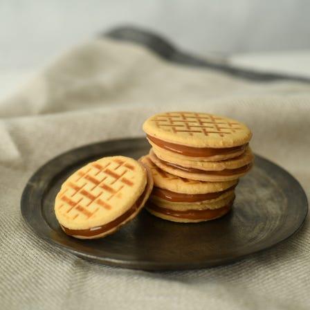 顶级巧克力夹心饼<br /> 使用口感极佳的比利时金黄巧克力