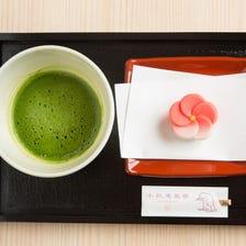 顶级生菓子日式糕点与宇治抹茶组合 职人制作的生日式糕点与宇治抹茶的组合