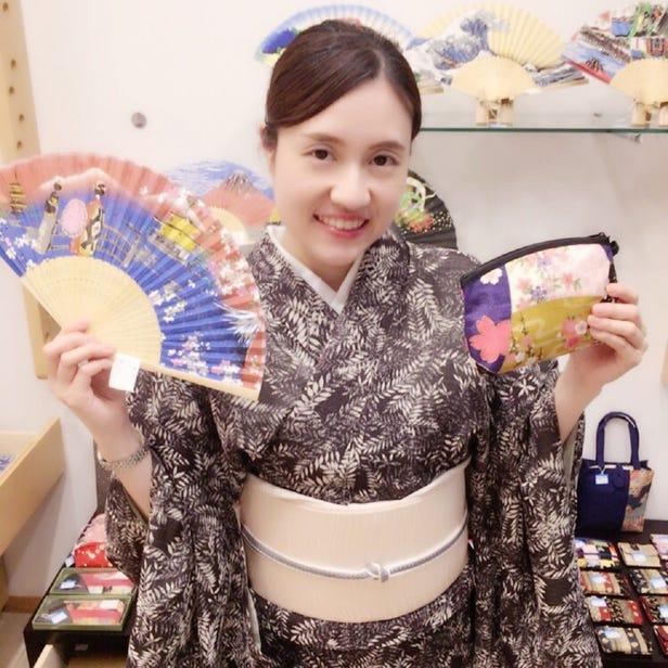 Kimono Ginza Iori in front of Kabukiza