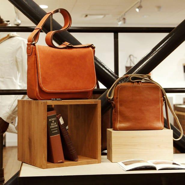 土屋鞄製造所 西新井本店