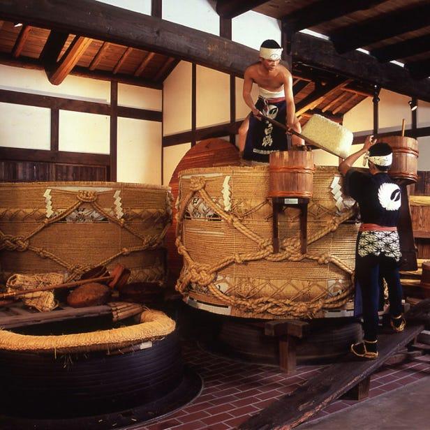 HAKUTSURU Sake Brewery Museum