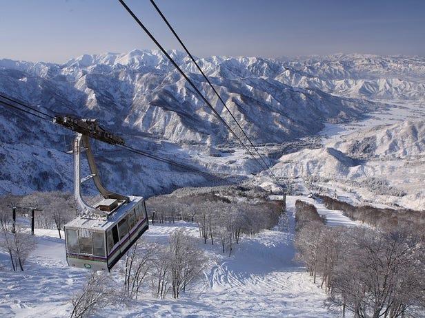 Muikamachi Hakkaisan Ski and Snowboard Resort