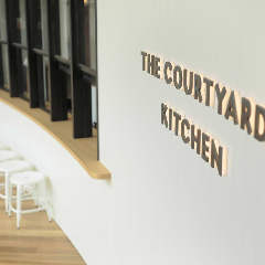 THE COURTYARD KITCHEN ~ザ コートヤードキッチン~