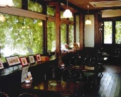 cafe 森のベンチ