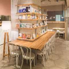 tables cook & jonathans bookstore の画像