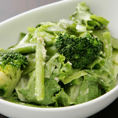 両騨の特製グリーンサラダ