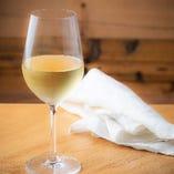 ワイン好きの方を必ず満足させる、世界中から厳選した白ワイン