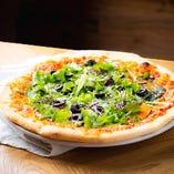 ピザ生地を覆うほどのフレッシュリーフが特長のオリジナルピザ