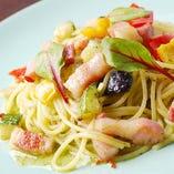 パンチェッタと彩野菜のジェノバ風