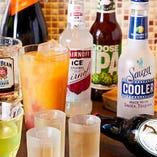 世界各国のボトルビールやカクテルなど、多彩なドリンクをご用意