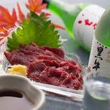 〈新鮮な馬刺〉 九州より直送される馬肉を使用した馬刺も人気♪