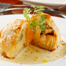 牡蠣とホタテのパイ包み焼き アンチョビクリームソース