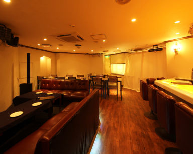 クラフトビール×フライドチキン専門店 NEST CHICKEN 赤坂 店内の画像