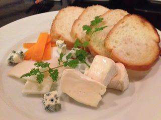 チーズの盛合せはワインと相性抜群!