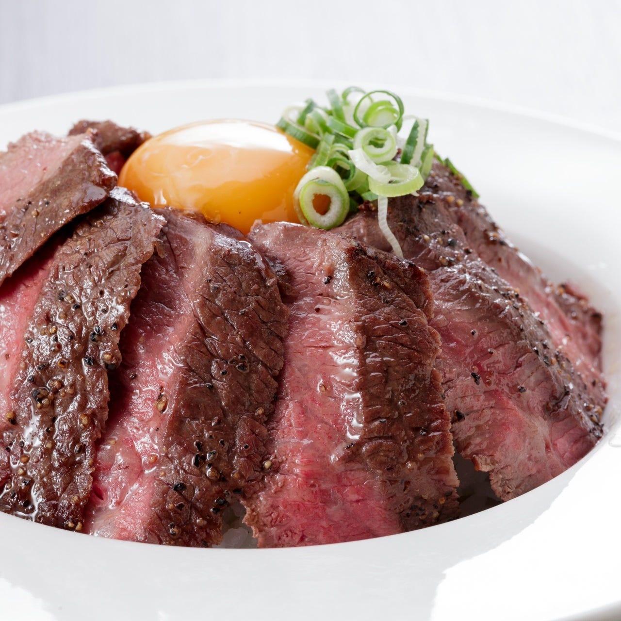 【平日数量限定】牛ステーキもりもり丼:150g800円(税込)~