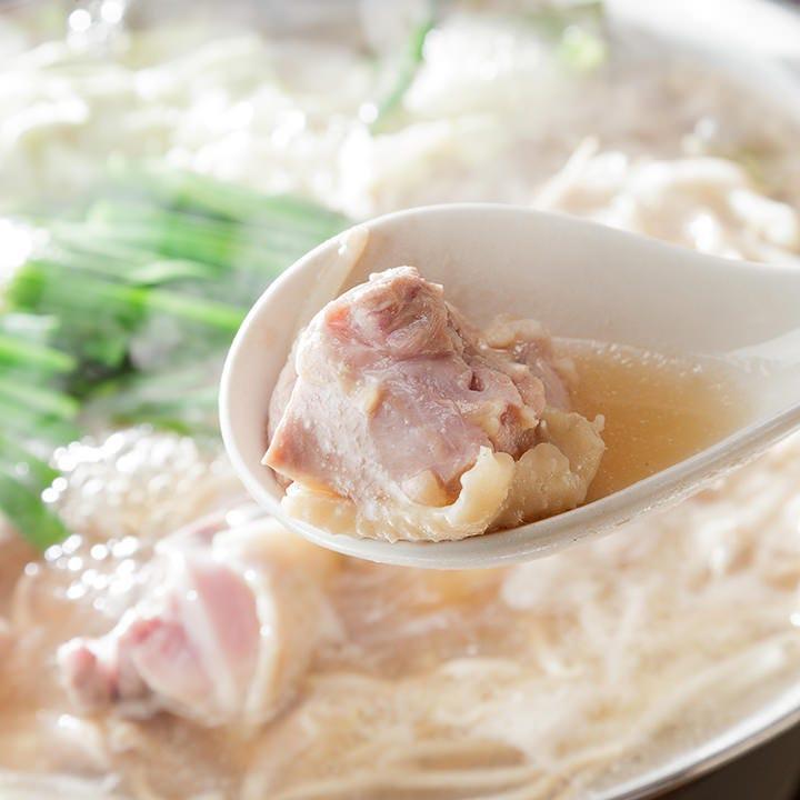 名古屋コーチン鍋は鶏ガラと野菜のさっぱりとした出汁が相性抜群
