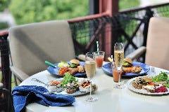 Motion Blue yokohama & TUNE Balcony. Dining & Bar