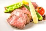 記念日コースのメイン料理、黒毛和牛雌牛のステーキ♪