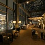 換気&開放感満点のテラス席。ロマンティックな一夜を、上質な本格イタリアンとともに