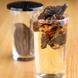 [当店の名酒ひれ酒] 厳選フグで仕込むヒレ酒は上質美味。