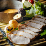 雪室熟成黄金豚ロース肉のステーキ ~グリル野菜とチェダーチーズを添えて~