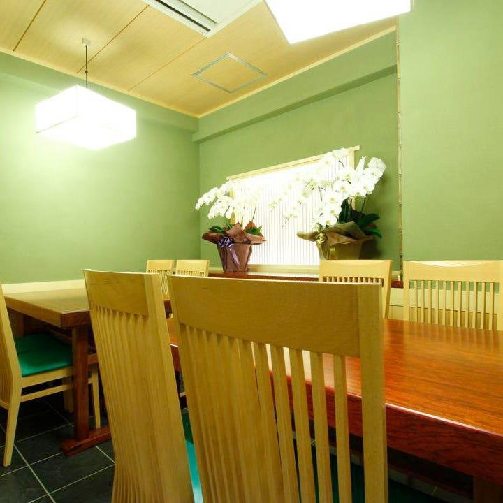 周囲を気にせずゆったりと寛げる個室は接待・会食におすすめ