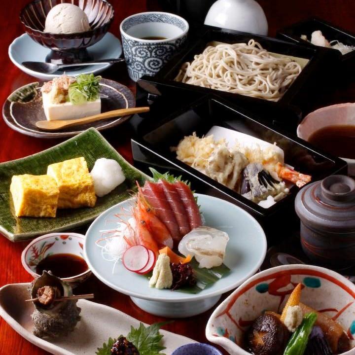 料理人の技光る逸品揃いの懐石コースや季節限定の旬食材コースも