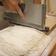 コシがあり香り高い自家製蕎麦は必食