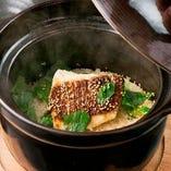 こだわりの和出汁で炊き上げた土鍋飯は美味しさ香る逸品