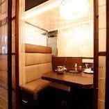 BOXソファー席個室(4名様用の個室が4部屋)。忘年会、新年会、お仕事仲間との飲み会など様々なご宴会にどうぞ。