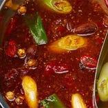 ~香辛料を時間をかけてじっくりと抽出~ 赤のスープ【天香(テンシャン)】