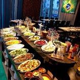 ブラジルの野菜や郷土料理が60種以上並ぶビュッフェを堪能