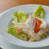 フランス産ホワイトアスパラガスサラダ ポーチドエッグ マグロのからすみ パルミジャーノ