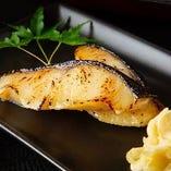 焼魚や刺盛りなど様々な調理法で