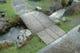 入口の太鼓橋を渡って店内へ。庭園内を流れる川は玉川上水です
