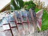 地元の漁港で水揚げされた鯖