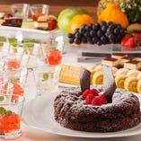 デザートコーナーも充実。チョコレートファウンテンもお楽しみいただけます。