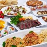 バラエティ豊かな料理が並ぶ、期間ごとに替わるフェアが人気のブッフェレストラン。※写真はイメージです。