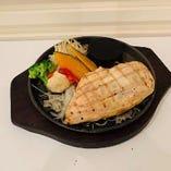 【第3位】鶏むね肉レアステーキ