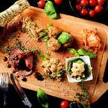 豪華内容でお届けする、肉前菜5種盛り